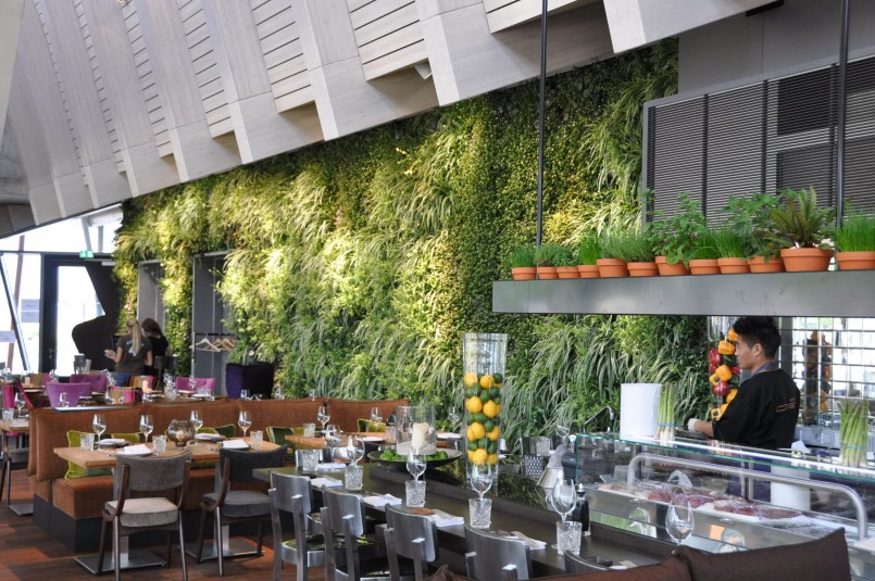 Inspiring ideas for vertical gardens in restaurant bar